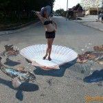 Это 3D рисунок на асфальте