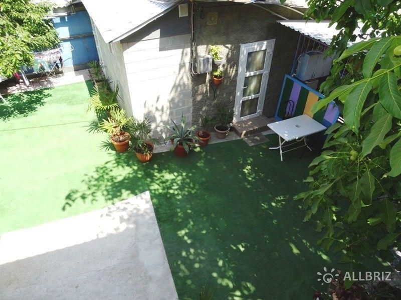 Домик во дворе №1