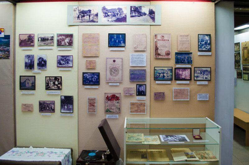 Документы и фотографии в четвертом зале музея