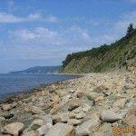 Каменный пляж около Криницы