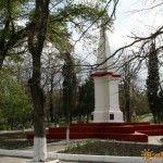 Памятник на Октябрьской площади
