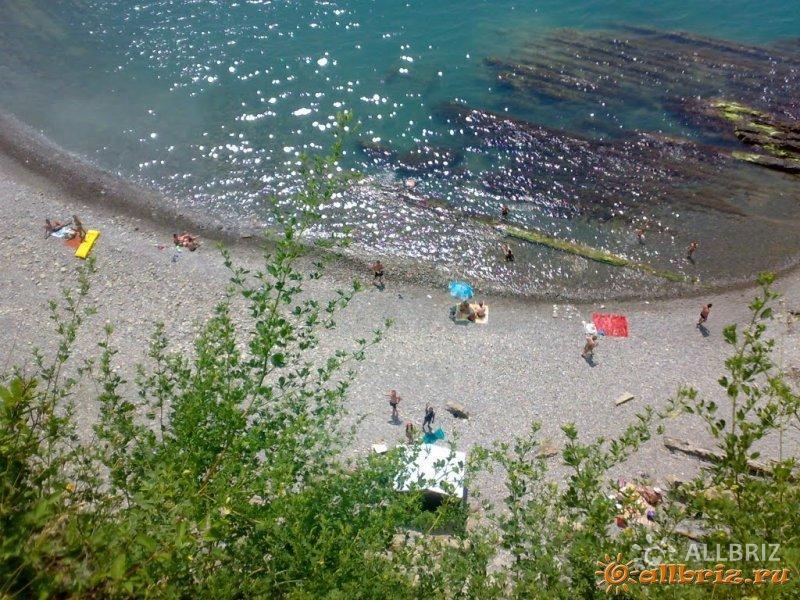 Пляж у скалы Киселева