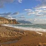 Пустынный пляж за мысом Алчак