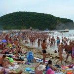 Пляж в Архипо-Осиповке в разгар сезона