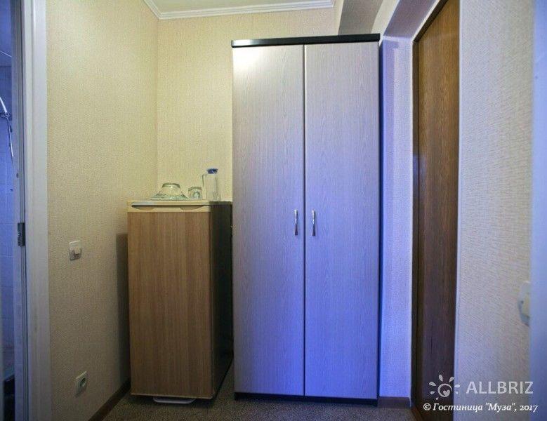 1 комнатный 2х местный стандарт без балкона - коридор с холодильником и шкафом