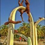 Скульптура «Ныряльщики» на набережной Пицунды