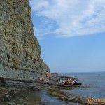 Скалистый пляж в Дюрсо