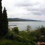 Вид на пляж Гудауты