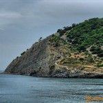 Вид на скалистый пляж в Дюрсо