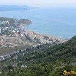 Вид сверху на пляж в Лермонтово
