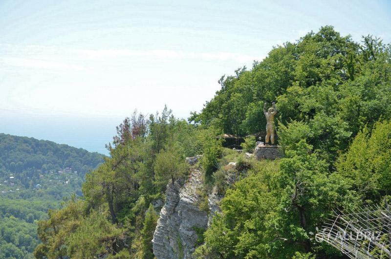 Вид на статую Прометея