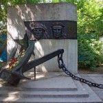 Памятник участникам Великой Отечественной войны в честь 30-летия Победы над фашистской Германией