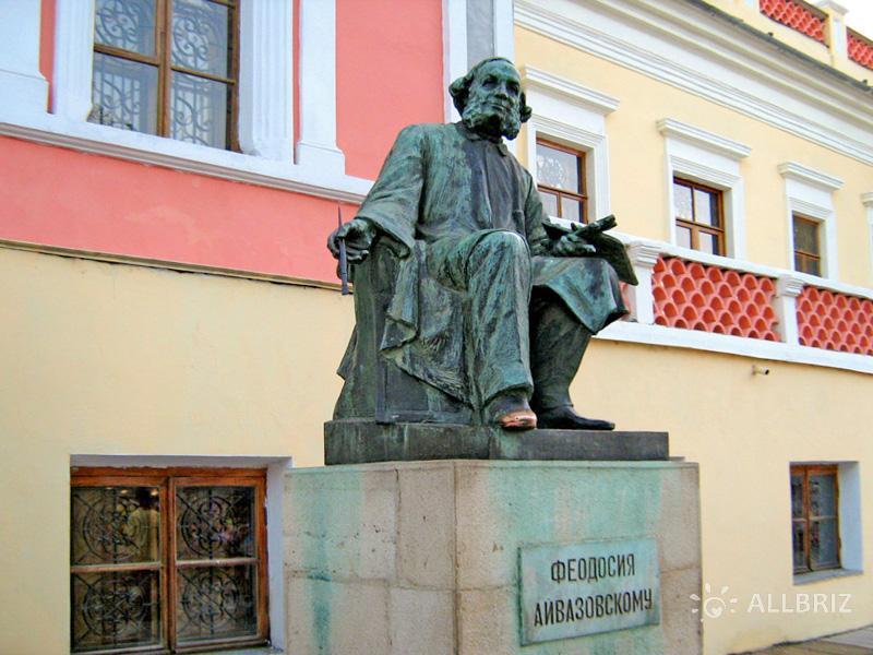 Памятник Айвазовскому в Феодосии