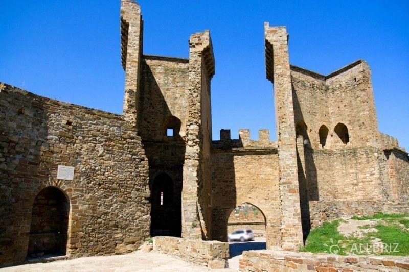Храм на территории Генуэзской крепости