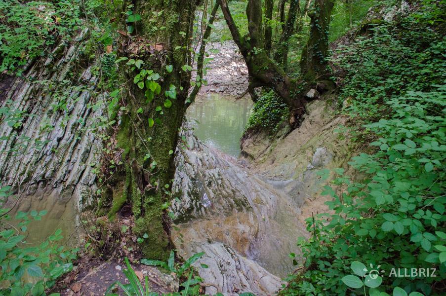 У водопада «Купель русалок»
