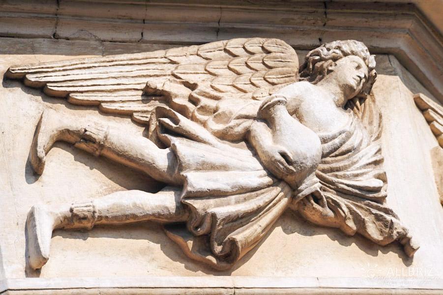 Горельеф Бога южного ветра Нота