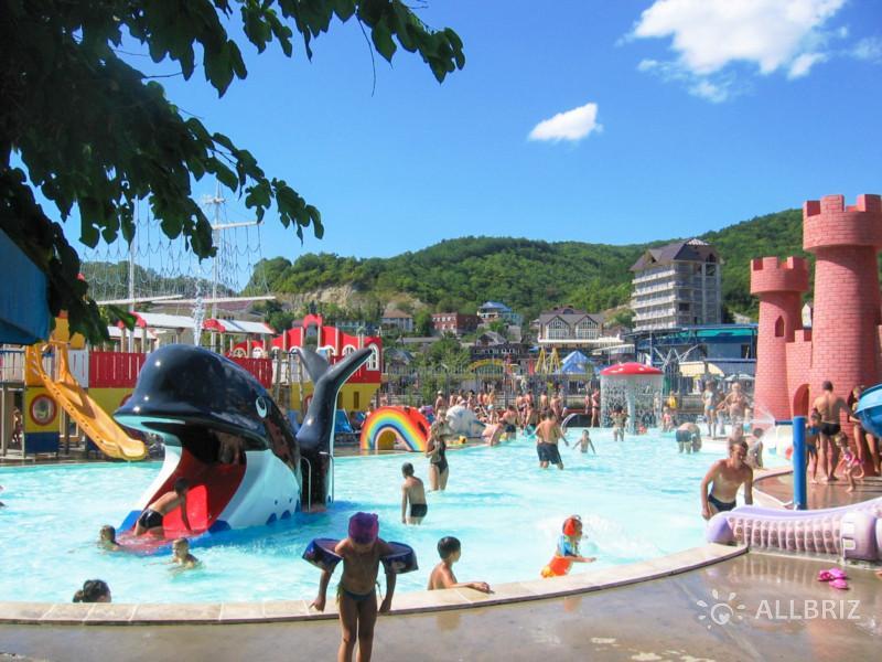 Аквапарк «Дельфин» в Небуге. Детские горки.