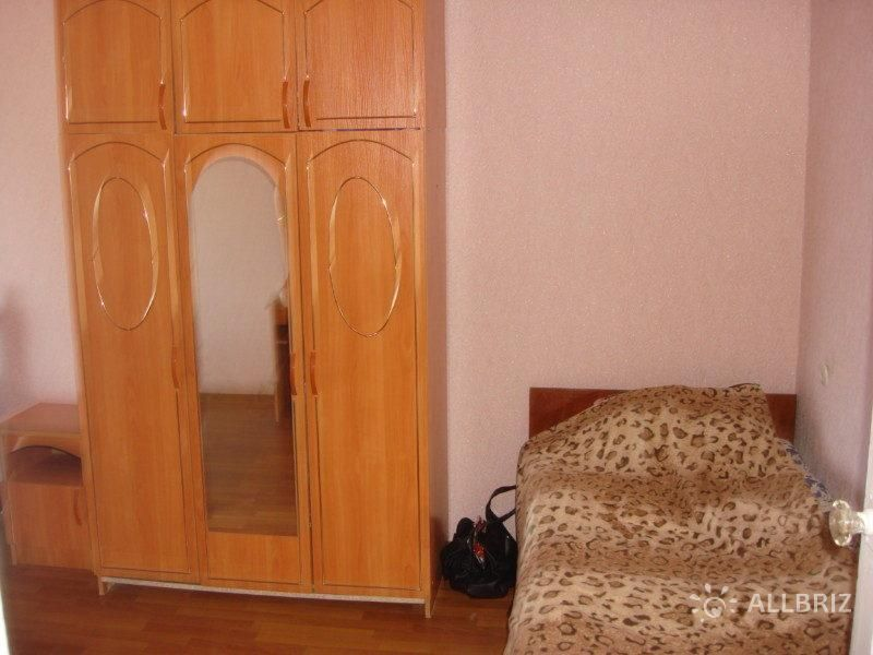 Однокомнатная квартира - односпальная кровать с видом на море