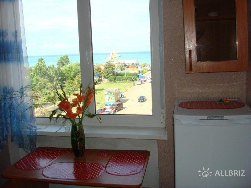 Сидя за столом кухни, Вы можете любоваться панорамой моря