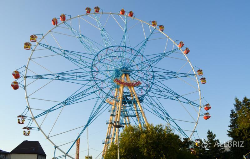 Самое большое в России колесо обозрения в парке культуры и отдыха в Лазаревском