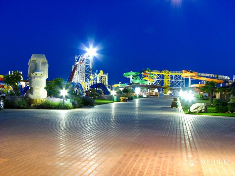 Вечерние огни аквапарка