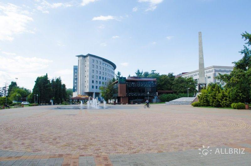 Вид на центральную площадь от башни морского порта