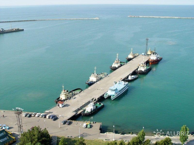 Вид с диспетчерской башни морского порта Туапсе
