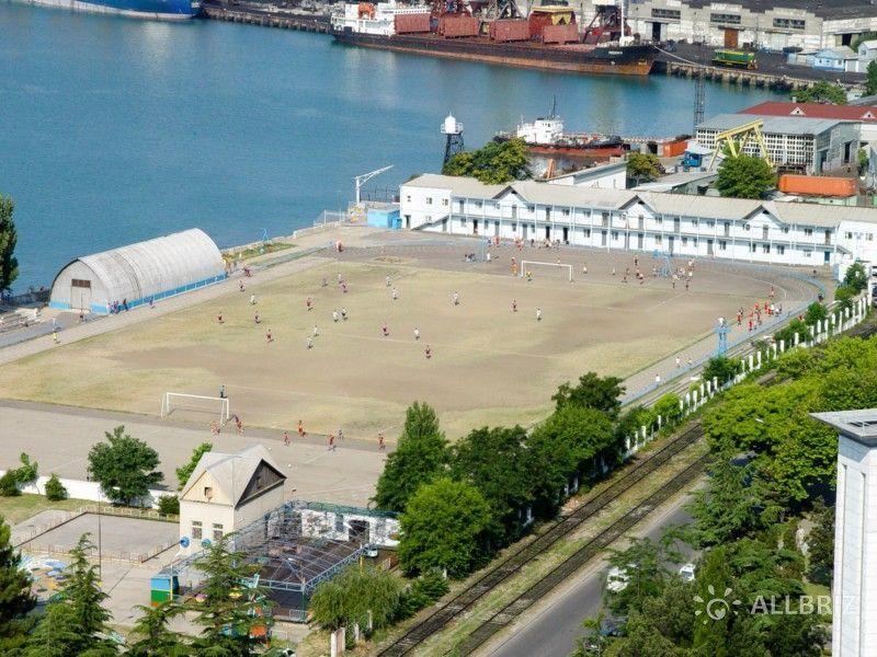Вид с диспетчерской башни морского порта Туапсе на футбольное поле