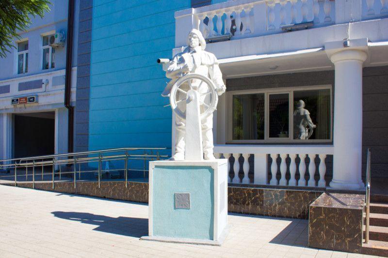 Скульптура «Моряк»