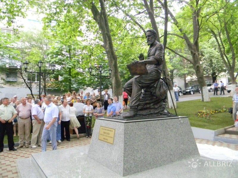 Памятник художнику-передвижнику А. Киселеву