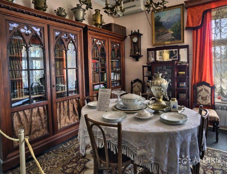 В доме Киселева