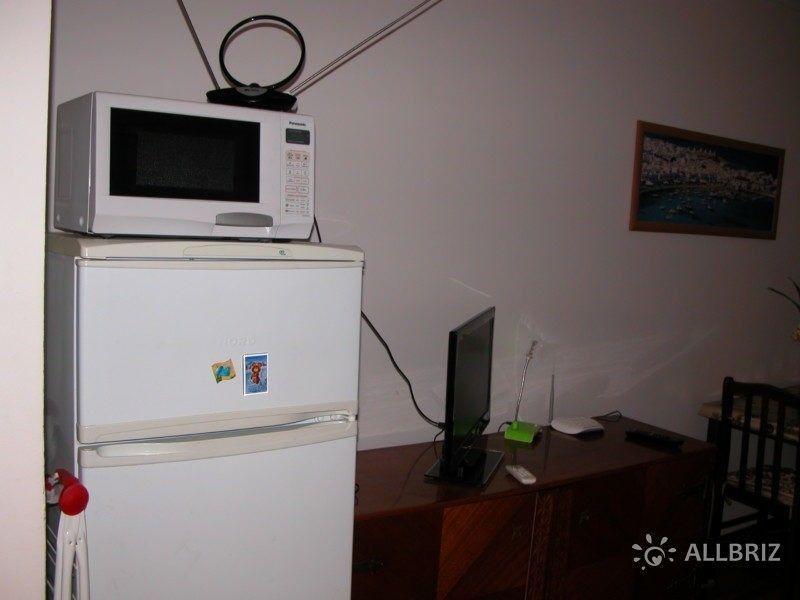 Микроволновка и холодильник