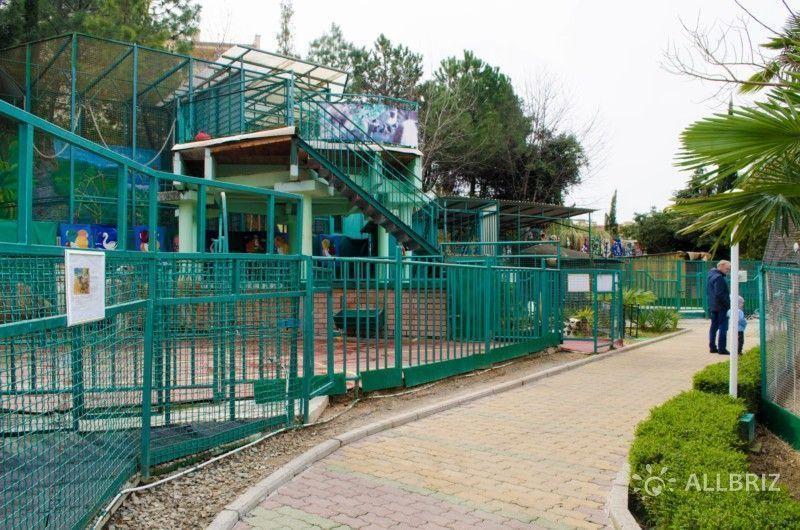 Территория зоопарка