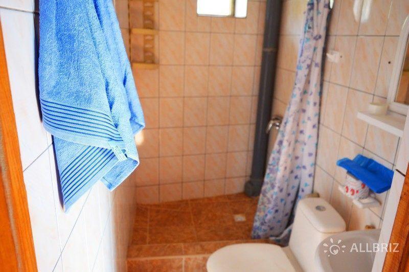 Номер на четыре человека с балконом - душ, туалет