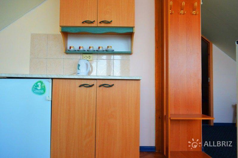 Двухкомнатный люкс балкон с видом на море - кухня в номере