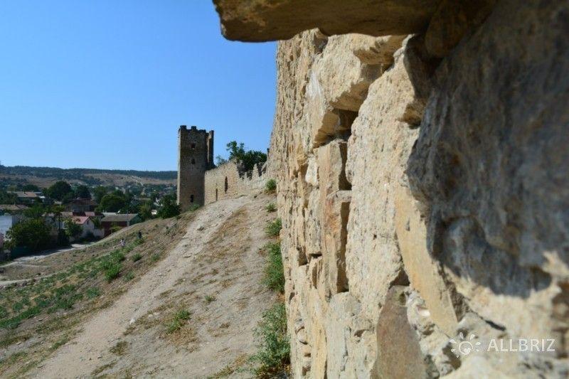 Остатки крепостной стены Кафа