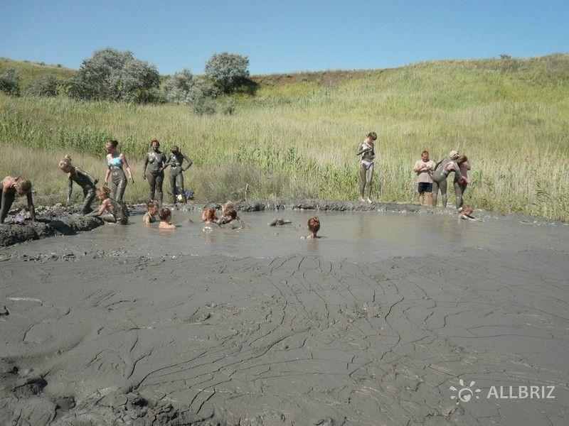 Купания в грязевом вулкане