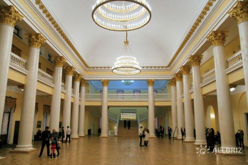 Фойе зимнего театра