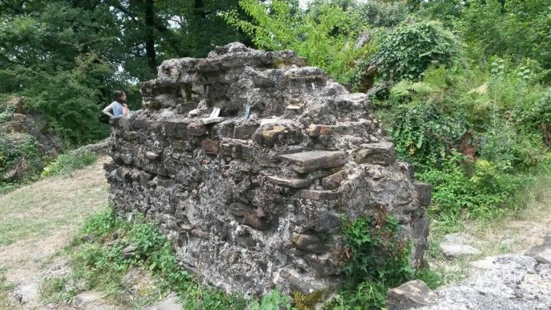 Развалины храма в Лоо