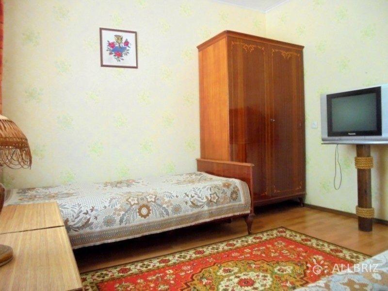 Двухкомнатный домик с беседкой на 3-5 человек