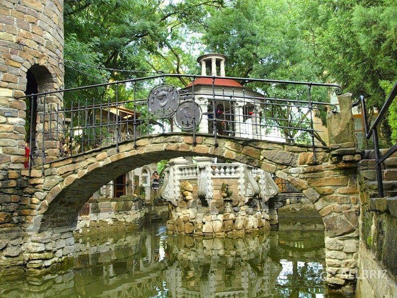 Каменный мост с башней