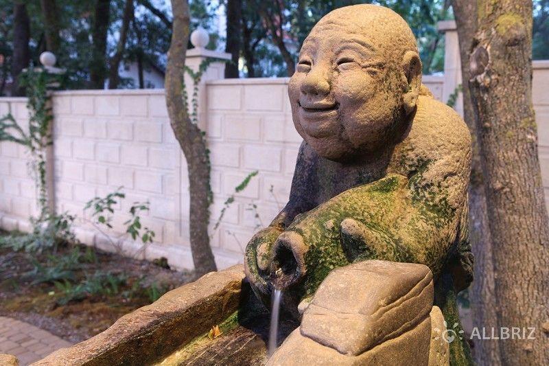 Скульптура Эбиусу