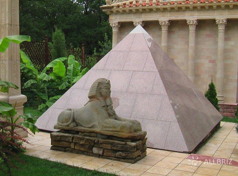 Пирамида со Сфинксом
