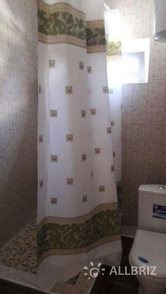 Четырехместный с одной двуспальной кроватью  одной односпальной и с одним двухместным диваном  - санузел