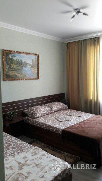 Трехместный с одной двуспальной кроватью и одной односпальной
