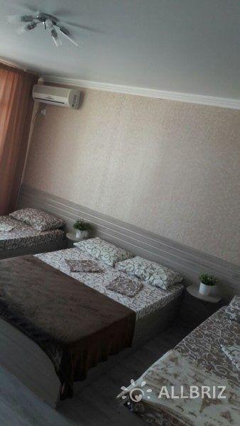Четырехместный с одной двуспальной кроватью и двумя односпальными
