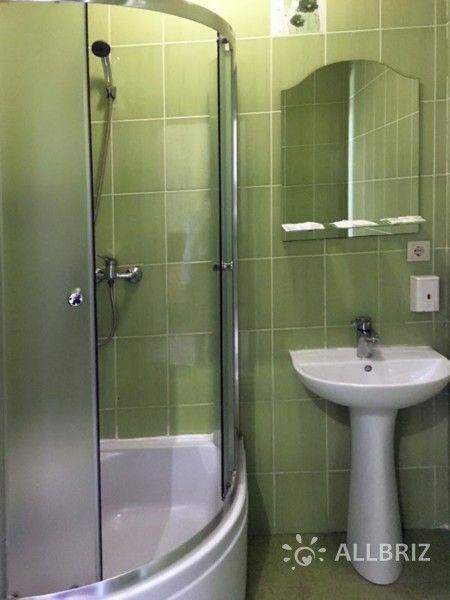 Семейный номер с индивидуальным двориком - ванная комната с душем
