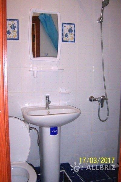 Семейный улучшенный+ - санузел в номере (душевая кабина, умывальник, туалет)