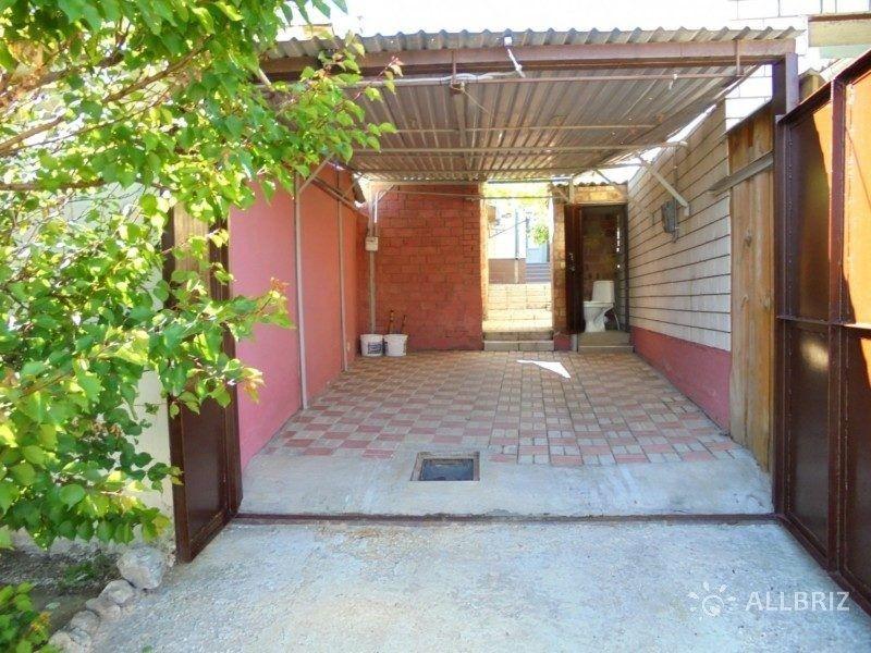 Отдельный трехкомнатный дом со своим закрытым двором и гаражом