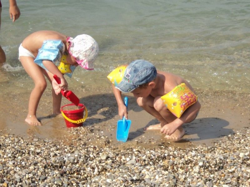 Дети на пляже в Гаспре